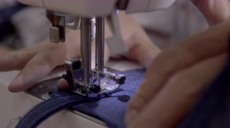 haft : Close up footage of a woman sewing a apron with a sewing machine