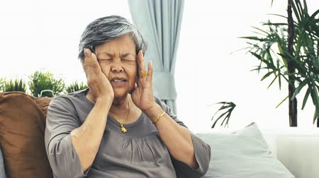 штамм : old age, health problem and people concept - Asian senior woman suffering from pain in back or reins at home