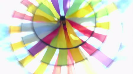 pervane : Propeller or windmill with rotating blades of many colors