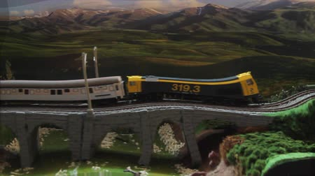 trilho : Mockup Train Swell Effect - Model of Passenger Train moving out of a tunnel and over a bridge. With effect of deformation and wave Vídeos