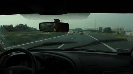 yönlendirmek : View from the inside of a car driving on the highway in The Netherlands.