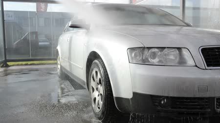 mycie rąk : Grey estate car washed by hand using a water jet wash.