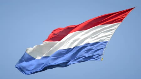 holandês : Dutch Flag of The Netherlands with red, white and blue stripes in the wind. Stock Footage