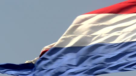 голландский : Dutch Flag of The Netherlands with red, white and blue stripes in the wind. Стоковые видеозаписи