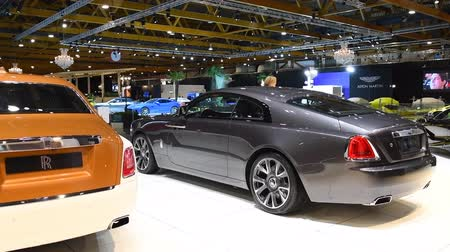 двухместная карета : Rolls Royce Phantom (Rolls-Royce Phantom VIII) and Rolls-Royce Wraith luxury exclusive cars on display at the 2018 European motor show in Brussels.