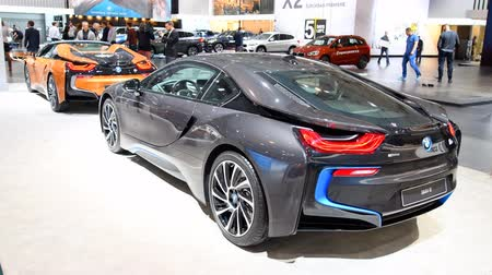 roadster : BMW i8 coupe and i8 Roadster plug-in hybrid luxury sports cars on display at the 2018 European motor show in Brussels.