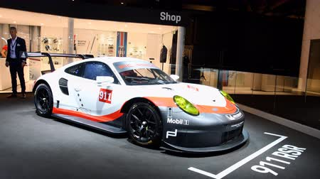 sala de exposição : Porsche 911 RSR high-performance race car on display at the 2018 European motor show in Brussels. The 911 RSR was specially developed for the FIA World Endurance Championship (WEC)
