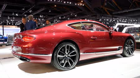 prokázat : New Bentley Continental GT sports car on display at the 2018 European motor show in Brussels. Dostupné videozáznamy