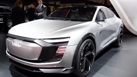 двухместная карета : Audi e-tron Sportback Concept four wheel drive electric SUV on display at the 2018 European motor show in Brussels. Expected to go on sale in 2019. Стоковые видеозаписи