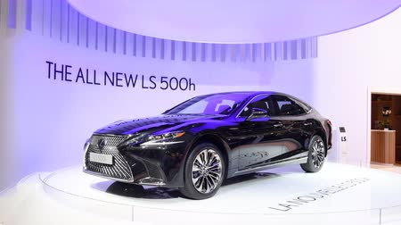 kiállítási terem : New Lexus LS500h hybrid executive luxury saloon car on display during the 2018 European Motor Show Brussels.