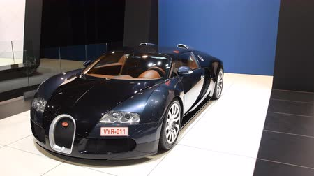 tourer : Bugatti Veyron mid-engined W16 engine exclusive hypercar on display at the 2018 European motor show in Brussels.