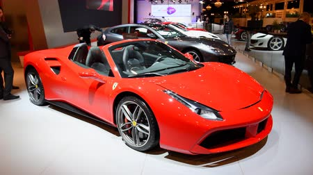 sala de exposição : Ferrari 488 Spider two-door hard top convertible sports car on display at the 2018 European motor show in Brussels.
