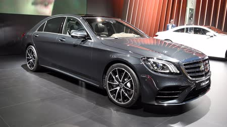 limuzína : Mercedes-Benz S-Class luxury exclusive limousine car on display during the 2018 European Motor Show Brussels. Dostupné videozáznamy