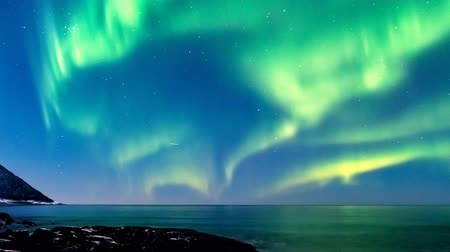norvégia : Northern Lights in the night sky in Norway time lapse.