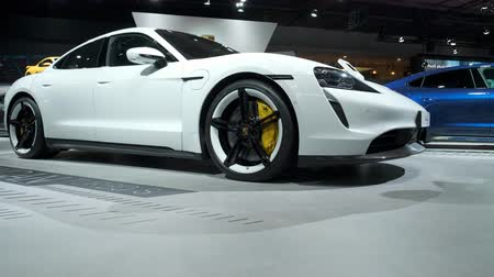 zástrčka : BRUSSELS, BELGIUM - JANUARY 9: Porsche Taycan Turbo S all-electric luxury performance car on display at Brussels Expo Dostupné videozáznamy