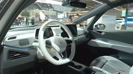 volkswagen : BRUSSELS, BELGIUM - JANUARY 9: Volkswagen ID.3 all electric hatchback car interior on display at Brussels Expo. Handheld gimbal shot around the car. Stock Footage