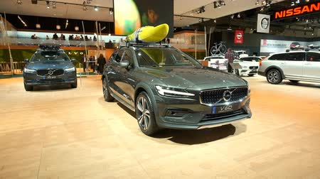 kano : BRUSSELS, BELGIUM - JANUARY 9, 2020: Volvo V60 Cross Country luxury plug-in hybrid estate car on display at Brussels Expo