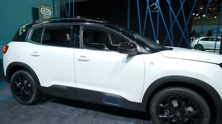 melez : BRUSSELS, BELGIUM - JANUARY 9: Citroën C5 Aircross Hybrid plug-in hybrid crossover SUV on display at Brussels Expo Stok Video