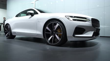renkli görüntü : BRUSSELS, BELGIUM - JANUARY 8, 2020: Polestar 1 hybrid sports car coupe in white on display at Brussels Expo. Polestar is the performance company and brand of Volvo Cars. Handheld gimbal shot. Stok Video