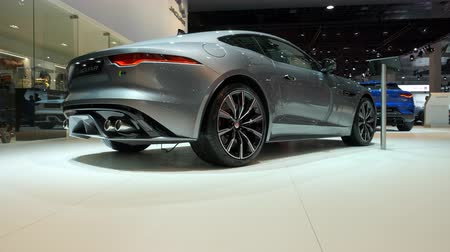 kabriolet : BRUSSELS, BELGIUM - JANUARY 9: Jaguar F-Type Coupe 2020 facelift sports car on display at Brussels Expo. Handheld gimbal shot at the rear of the car.