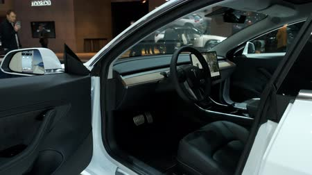 bélgica : BRUSSELS, BELGIUM - JANUARY 9, 2020: Tesla Model 3 electric compact sedan car interior in white on display at Brussels Expo Stock Footage