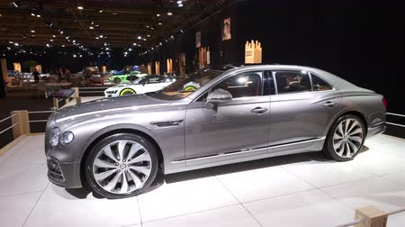 bruxelles : BRUXELLES, BELGIO - 8 GENNAIO: Bentley New Flying Spur limousine di lusso in mostra all'Expo di Bruxelles