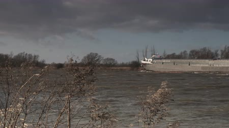голландский : Ship sailing on the river IJssel during a windy day in Overijssel The Netherlands