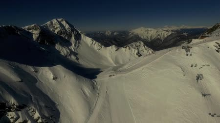 kopec : Skislope on the top of mountain. Aerial video.