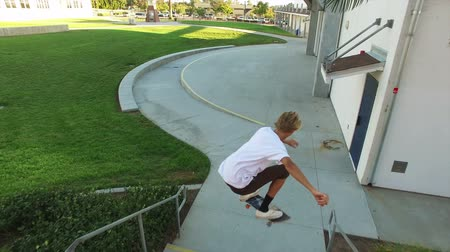 patenci : Big Jump Over Stairs by Skateboarder
