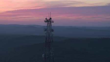 transmitir : Cell tower on the mountain