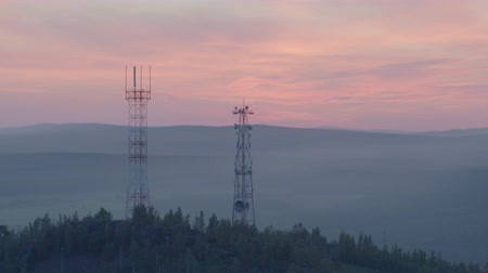 gotículas : Cell tower on the mountain