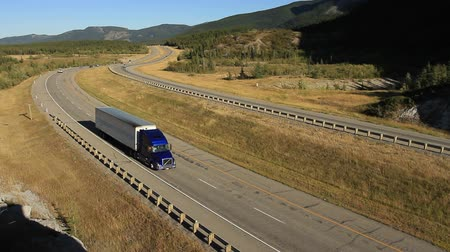 трейлер : Truck on Highway Стоковые видеозаписи