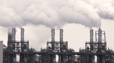 clima : Smoke stacks from a petrochemical plant Stock Footage