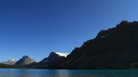 ledovec : Pan of Bow Lake in the Canadian Rockies Dostupné videozáznamy