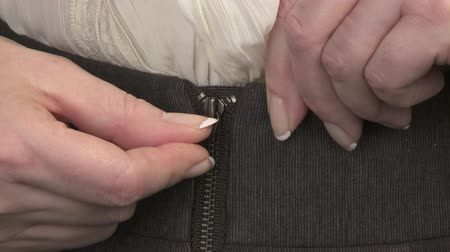pansuman : Woman pulling front zipper on business attire Stok Video