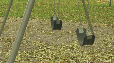 plac zabaw : Empty swings in playground Wideo