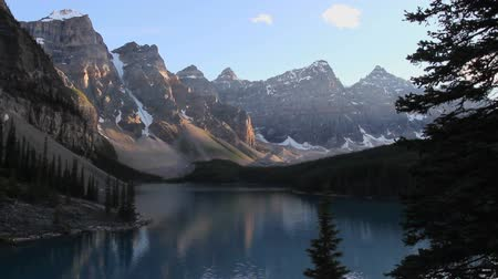 kanada : Moraine Lake in Banff National Park