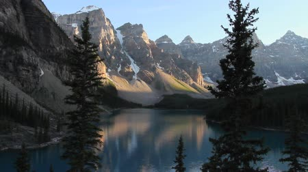 canadense : Moraine Lake in Banff National Park