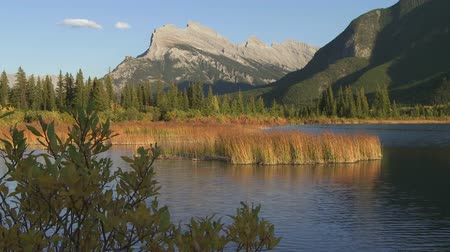 alpy : Vermilion Lakes in Banff National Park with Mount Rundle