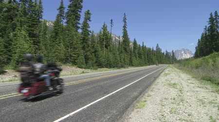 Motocicletas en carretera mountian, Washington, USA Archivo de Video