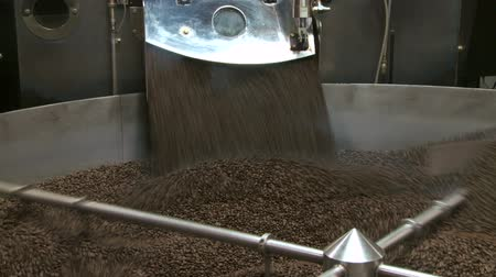 Roasted coffee beans exiting commercial size roaster, zoom in Vídeos