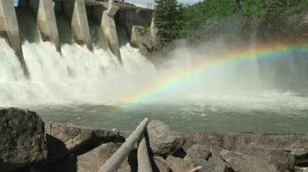 Zoom out from rainbow on the Kananaskis Hydroelectric Dam spillway, Bow River, Alberta, Canada Vídeos