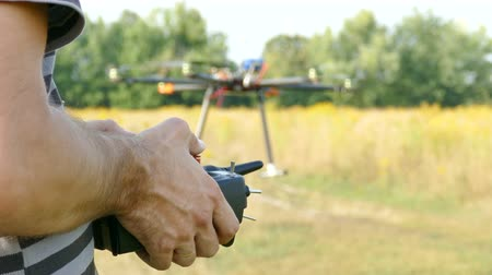piloto : Pilots hands with radio transmitter, operate of drone.4K 3840x2160