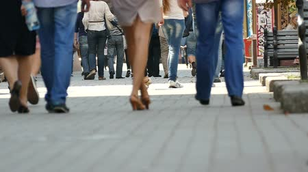 rosto humano : City people slow motion. Feet of people.  Vídeos