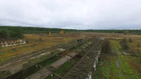 aeroespaço : 4K Aerial. Destroyed cowhouse structures in the Chernobyl area Vídeos