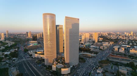 atividades : Tel Aviv Skyline Time Lapse - From Day To Night Tilt Down