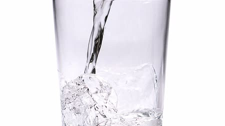 poça de água : Water being poured into Glass against White Background, Slow Motion