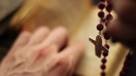 Close up of a bible and rosary. Praying scene. Стоковые видеозаписи