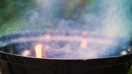 briquette : Barbecue with ember in close-up