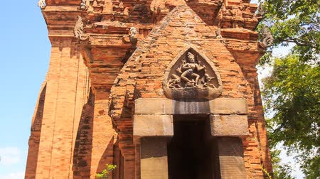 Вьетнам : closeup panorama of old tower at ruins of Vietnamese culture centre Thp B Ponagar